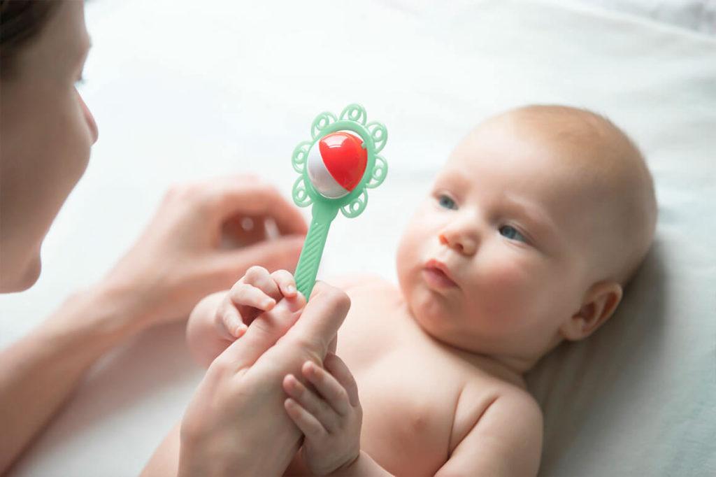 Estimular a un bebé recién nacido