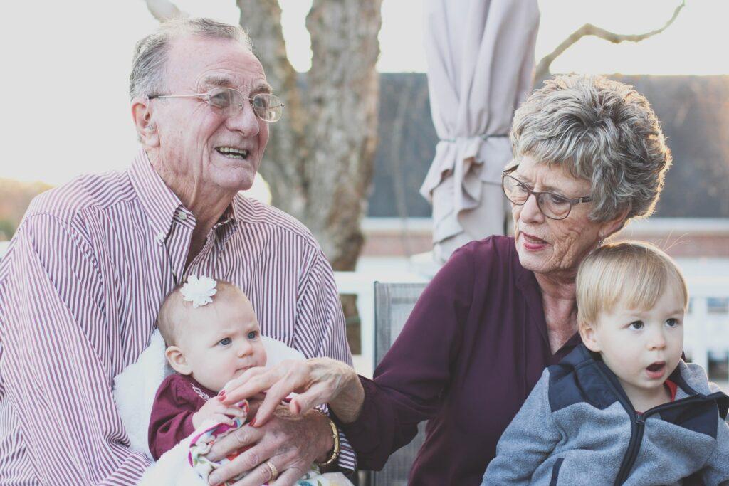 El importante papel de los abuelos en la sociedad actual